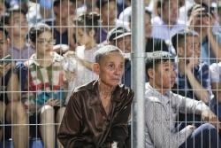 Hình ảnh cụ ông 90 tuổi trên sân Hà Tĩnh và giá trị của bóng đá Việt