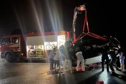 Quảng Ninh:  Ô tô chở 5 người lao xuống biển Hạ Long làm 3 người chết