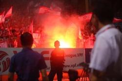 Hà Nội nộp phạt 40 triệu đồng vì cổ động viên Hải Phòng đốt pháo sáng