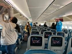 Hành khách bắt buộc phải đeo khẩu trang khi đi tàu, xe và khai báo y tế