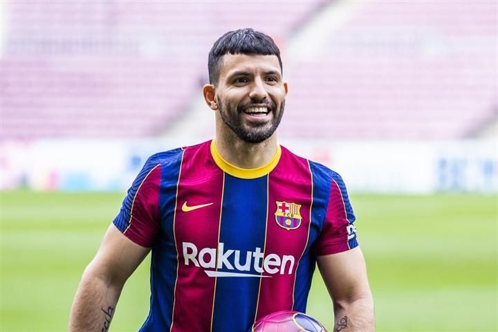 Barca khủng hoảng tài chính, Messi chưa chắc đá LaLiga 2021/2022 - 3