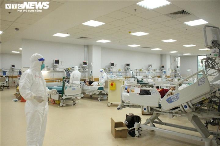 TP.HCM đề xuất Bộ Y tế chi viện thêm 5.000 bác sĩ, nhân viên y tế - 1