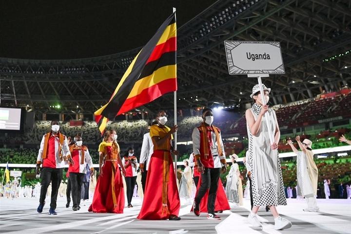 Võ sĩ Tonga cởi trần lại gây sốt khai mạc Olympic - 8