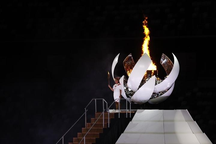 Olympic Tokyo 2020: Lễ khai mạc rực rỡ, Naomi Osaka thắp đài lửa - 13