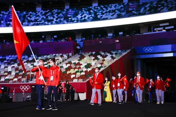 Võ sĩ Tonga cởi trần lại gây sốt khai mạc Olympic - 5