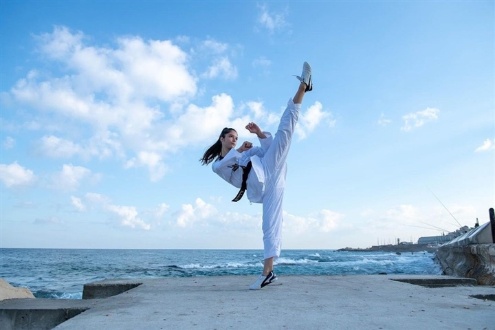 Olympic Tokyo 2020: Vẻ đẹp hút hồn của nữ võ sĩ Israel gây sốt dân mạng - 10