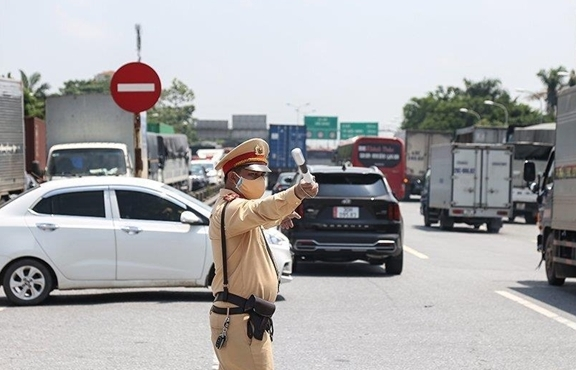 Không kiểm tra xe chở hàng thiết yếu phục vụ vùng dịch