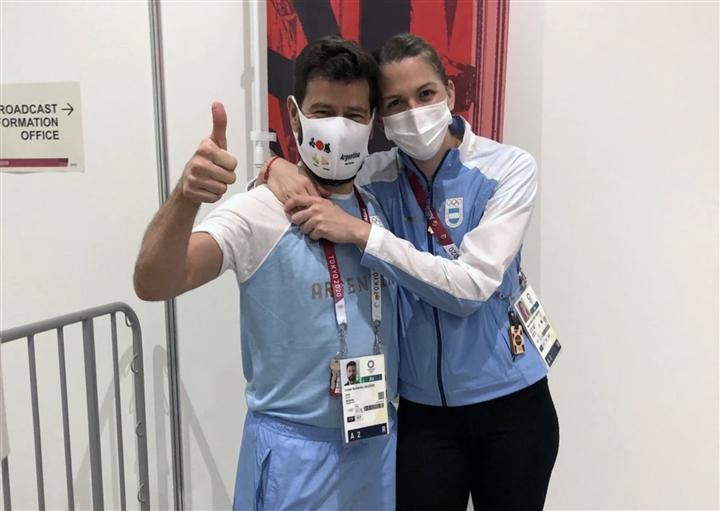 VĐV đấu kiếm Argentina được bạn trai cầu hôn sau trận đấu ở Olympic - 1