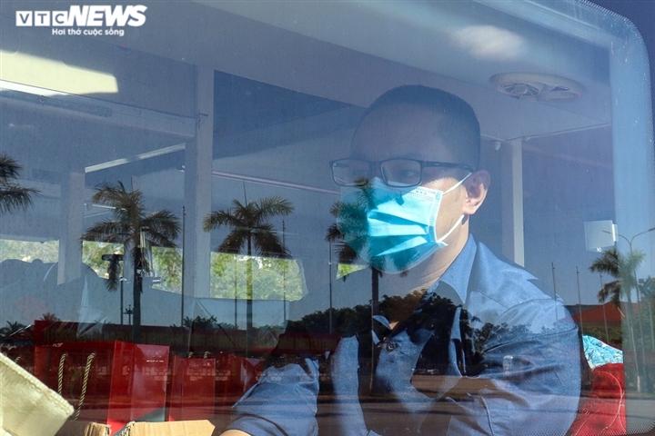 Ảnh: 29 bác sĩ, điều dưỡng Quảng Bình lên đường chi viện TP.HCM chống dịch  - 6