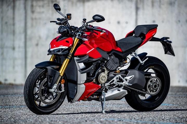 6 mô tô đường phố tốt nhất 2021 - 6
