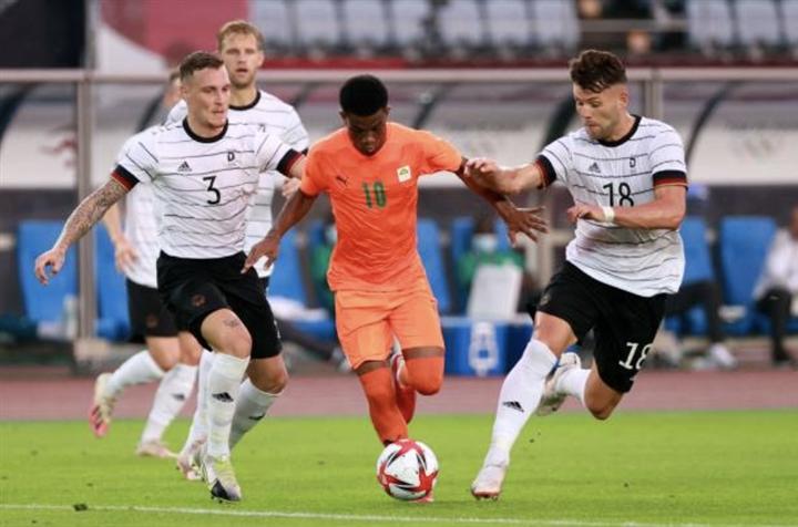 Á quân Đức bị loại ở vòng bảng bóng đá Olympic Tokyo   - 1