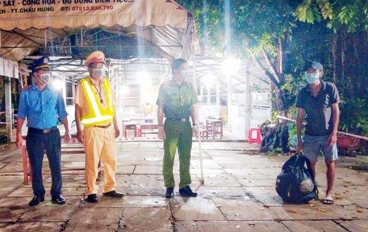 Anh thợ hồ mất việc, đi bộ 4 ngày từ Bình Phước đến Sóc Trăng được hỗ trợ về quê - 1