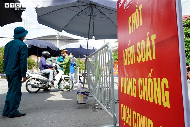 Ảnh: Trình giấy đi đường không hợp lệ, nhiều người Hà Nội phải quay đầu xe - 1
