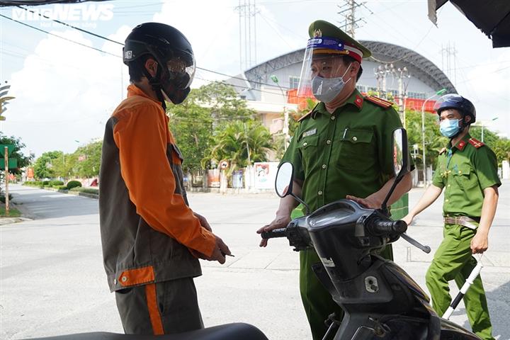 Ảnh: Trình giấy đi đường không hợp lệ, nhiều người Hà Nội phải quay đầu xe - 4