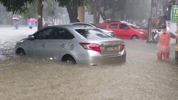 Những lưu ý khi lái xe ôtô qua đường ngập nước