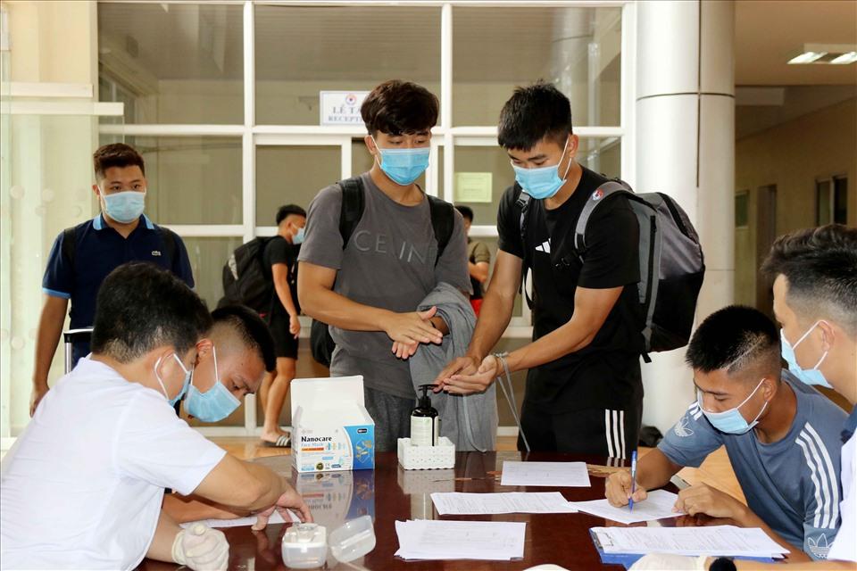 Thầy Park và U22 Việt Nam kiểm tra y tế, phòng chống dịch COVID-19
