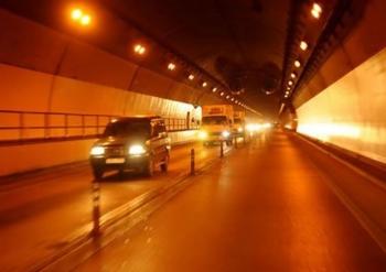 Những kỹ năng cơ bản khi lái xe ôtô trong hầm đường bộ