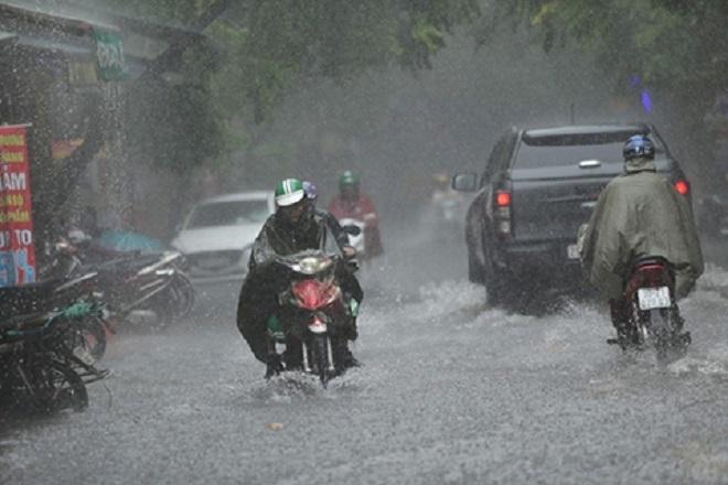 Thời tiết ngày 1/8: Bắc Bộ mưa to, Trung Bộ kéo dài chuỗi ngày nắng nóng - 1