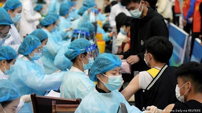 Lo ngại biến thể Delta, Trung Quốc xem xét tiêm liều vaccine thứ 3 - 1