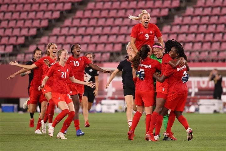 Olympic Tokyo 2020: Mỹ bị loại, Thụy Điển tranh HCV bóng đá nữ với Canada - 1
