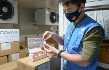 Thêm gần 1,2 triệu liều vaccine AstraZeneca về Việt Nam