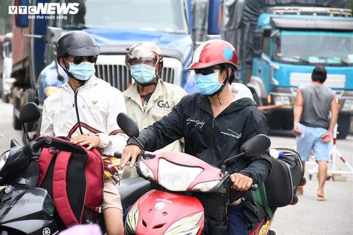 Hơn 8.700 người chạy xe từ tâm dịch phía Nam về Quảng Ngãi, 59 ca mắc COVID-19 - 1