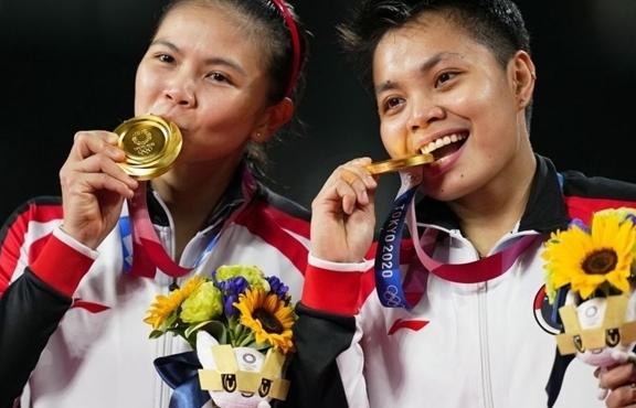 Thắng đội Trung Quốc, 2 VĐV Indonesia nhận ngay 8 tỷ đồng, thêm 5 con bò