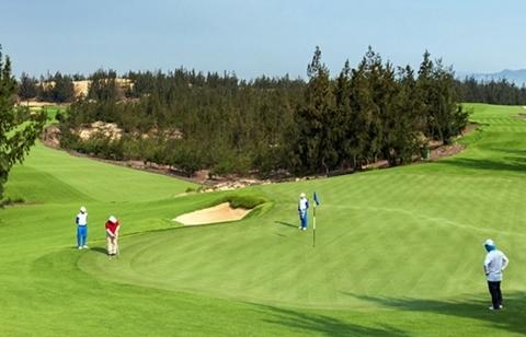 Lãnh đạo Sở Du lịch Bình Định đánh golf giữa mùa dịch, tiếp xúc F0