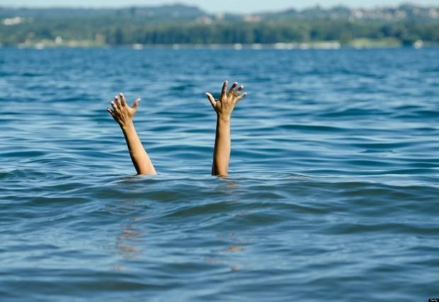 Đi câu cá, 2 thiếu nữ bị trượt chân rơi xuống ao tử vong -0