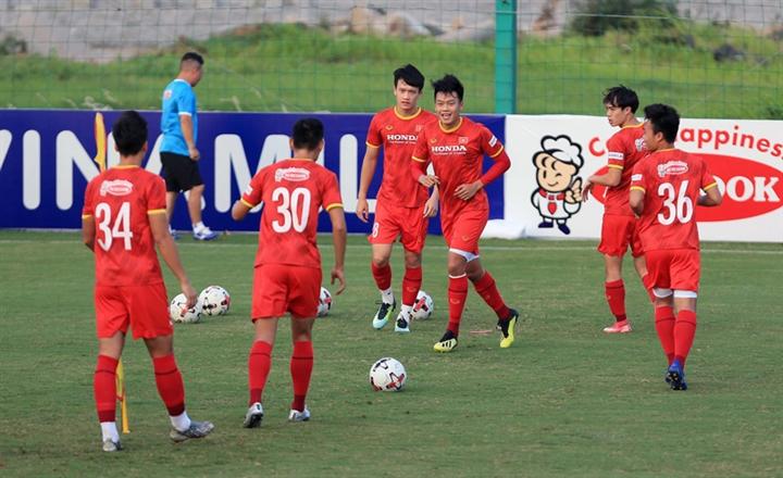Tuyển Việt Nam tập trung, HLV Park Hang Seo chỉ đạo cầu thủ từ xa - 2