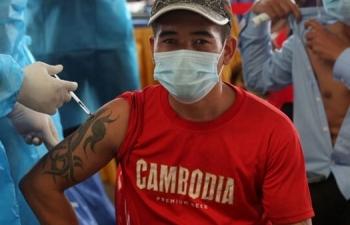 Thái Lan tiếp tục tăng kỷ lục ca COVID-19, Campuchia đạt 80% mục tiêu tiêm chủng