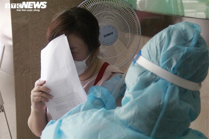 Người nước ngoài biết tiếng Việt làm phiên dịch hỗ trợ tiêm vaccine COVID-19 - 12