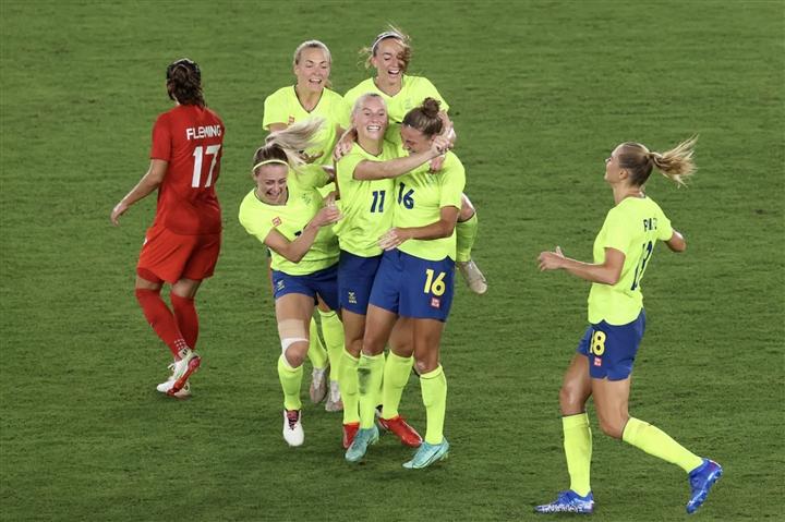 Olympic Tokyo: Đánh bại Thụy Điển, Canada giành huy chương vàng bóng đá nữ - 2