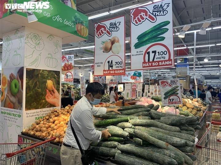 Hà Nội kéo dài giãn cách thêm 15 ngày, dân không còn đổ xô mua đồ tích trữ - 2
