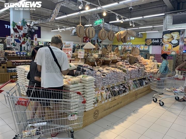 Hà Nội kéo dài giãn cách thêm 15 ngày, dân không còn đổ xô mua đồ tích trữ - 3