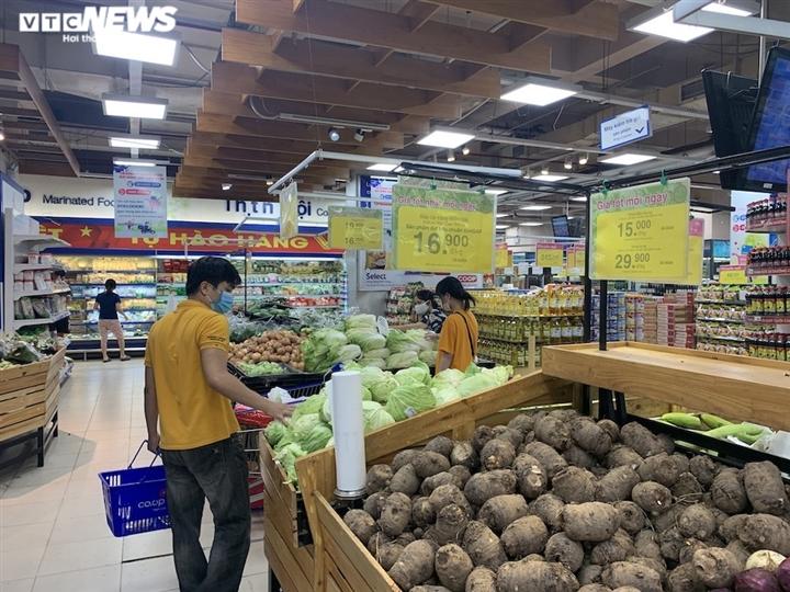 Hà Nội kéo dài giãn cách thêm 15 ngày, dân không còn đổ xô mua đồ tích trữ - 8