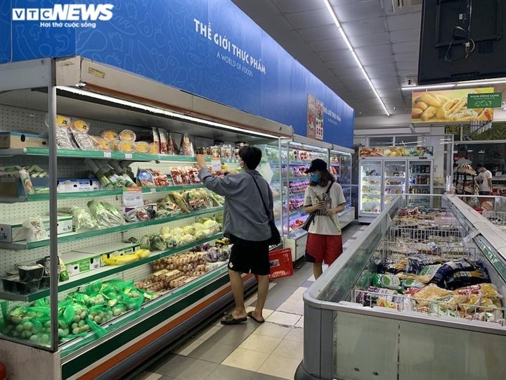 Hà Nội kéo dài giãn cách thêm 15 ngày, dân không còn đổ xô mua đồ tích trữ - 10