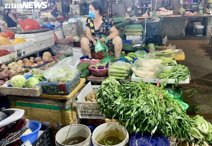 Hà Nội kéo dài giãn cách thêm 15 ngày, dân không còn đổ xô mua đồ tích trữ - 19