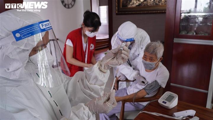 TP.HCM: Đến tận nhà tiêm vaccine COVID-19 cho người có công, người lớn tuổi - 4