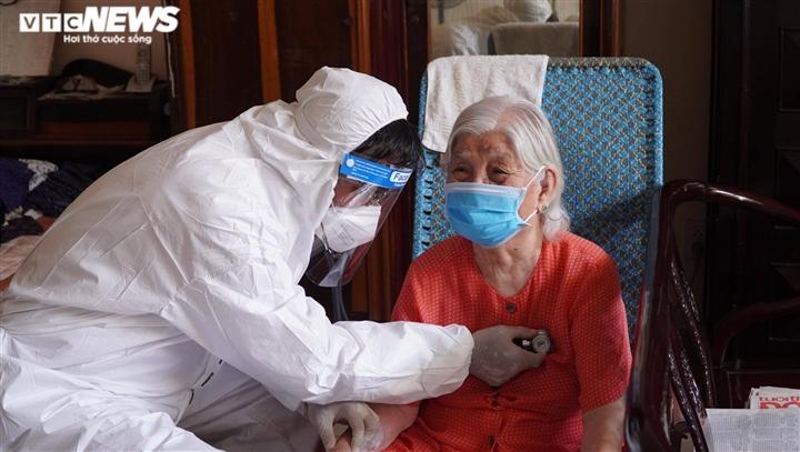TP.HCM: Đến tận nhà tiêm vaccine COVID-19 cho người có công, người lớn tuổi - 1