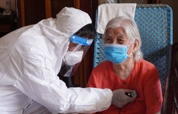 TP.HCM: Đến tận nhà tiêm vaccine COVID-19 cho người có công, người lớn tuổi