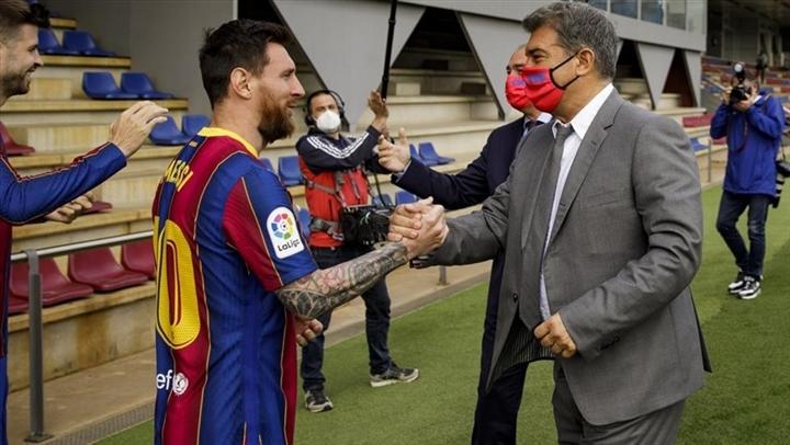 CĐV Barca tri ân Messi theo cách chưa từng có  - 2