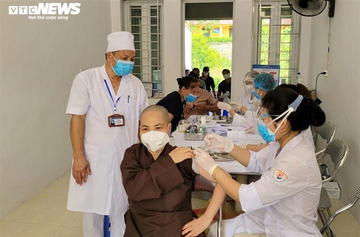 Bắc Ninh tiêm vaccine COVID-19 cho 130 chức sắc tôn giáo - 1