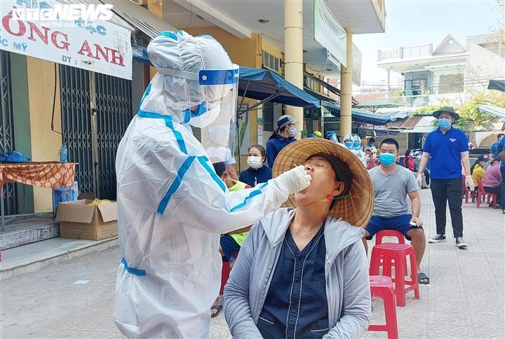 Đà Nẵng cảnh cáo, giáng chức Phó chánh Văn phòng Đoàn ĐBQH tát nữ nhân viên y tế - 1