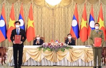 Việt Nam- Lào ký kết 14 văn kiện hợp tác