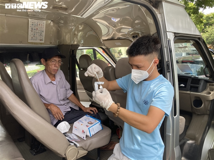 Rời điểm nóng Bắc Giang, 2 cha con quê Quảng Bình tình nguyện Nam tiến chở F0 - 2