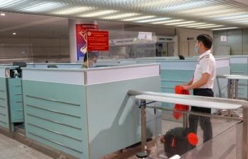 Hỗ trợ đưa người có vé máy bay đi nước ngoài đến sân bay Tân Sơn Nhất