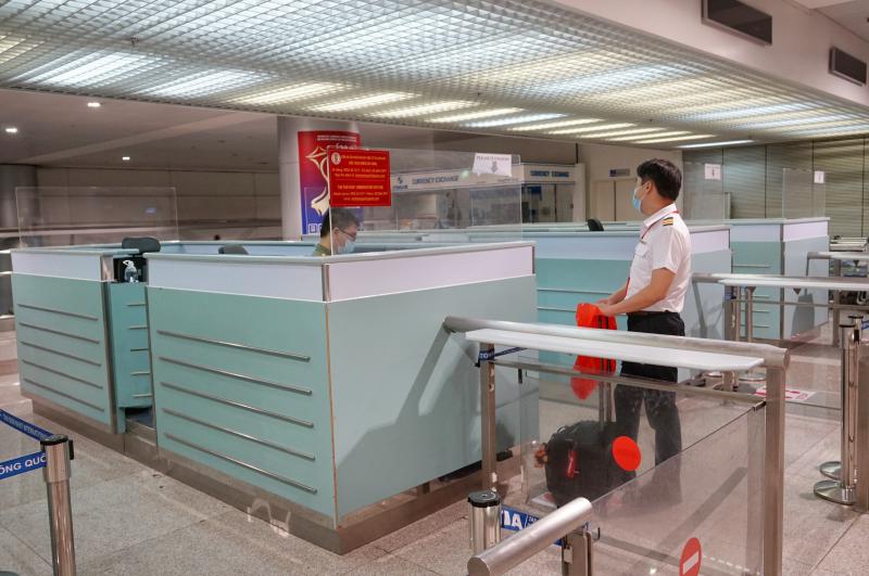 Hỗ trợ đưa người có vé máy bay đi nước ngoài đến sân bay Tân Sơn Nhất -0