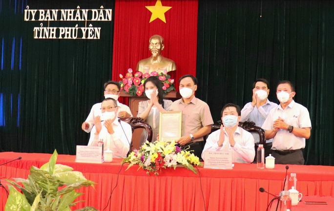 Đại sứ quán Mỹ tặng máy xét nghiệm Realtime RT-PCR cho Phú Yên -0