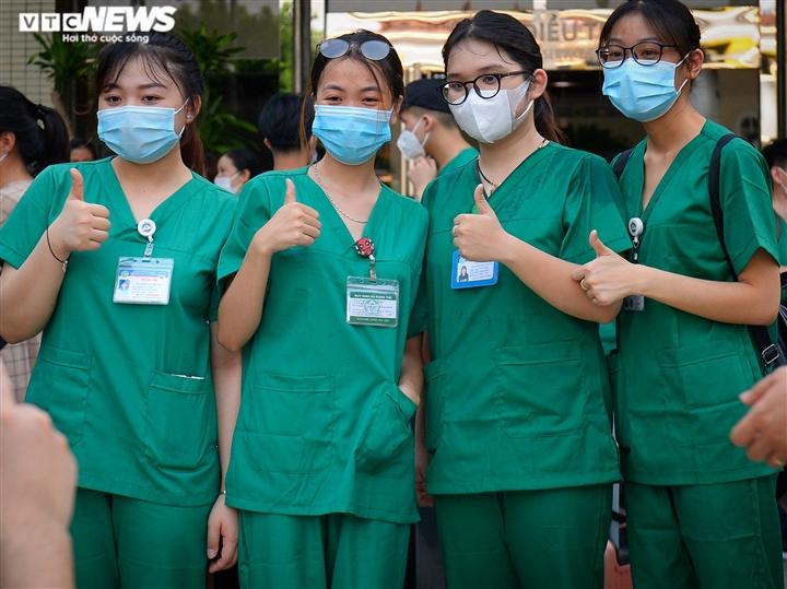 Ảnh: Gần 1.500 thầy trò trường Cao đẳng Y tế Bạch Mai vào TP.HCM chống dịch - 8
